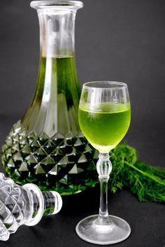 Liquore al finocchietto selvatico Homemade Liqueur Recipes, Homemade Liquor, Patsy Recipe, Cocktail Drinks, Alcoholic Drinks, Spirit Drink, Wine And Liquor, Italian Wine, Limoncello
