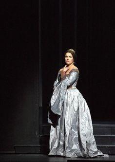 """Anna Netrebko as Anne Boleyn in """"Anna Bolena"""" by Gaetano Donizetti."""
