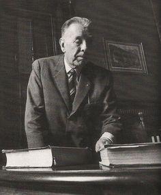 Borges todo el año: Jorge Luis Borges - Fragmentos de una tablilla de barro descifrada por Edmund Bishop en 1867 (Foto Sara Facio) http://borgestodoelanio.blogspot.com/2014/03/jorge-luis-borges-fragmentos-de-una.html