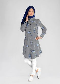 T 4051 ModaHanne-Çiçek Desenli Tunik Modesty Fashion, Muslim Fashion, Fashion Wear, Hijab Fashion, Trendy Fashion, Green Dress Casual, Casual Formal Dresses, Trendy Dresses, Stylish Hijab
