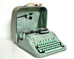 Mitte des Jahrhunderts Hermes 3000 Schreibmaschine - Schaum Seegrün von thewhitepepper auf Etsy https://www.etsy.com/de/listing/205379462/mitte-des-jahrhunderts-hermes-3000