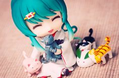 nendoroid and stacking cats