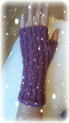 tolle Zopf-Stulpen … You are in the right place about handstulpen stricken perlmuster Here we offer Cable Knitting, Knitting Socks, Free Knitting, Knitting Patterns, Crochet Patterns, Fingerless Gloves Knitted, Knit Mittens, Wrist Warmers, Hand Warmers