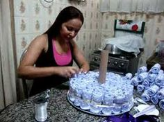 How to make a 3 story diaper cake! How to make a 3 story diaper cake! How to make a 3 story diaper c Baby Cakes, Baby Shower Cakes, Baby Shower Tea, Shower Bebe, Baby Shower Gifts, Baby Shower Diapers, Baby Gifts, Pamper Cake, Diaper Cake Boy