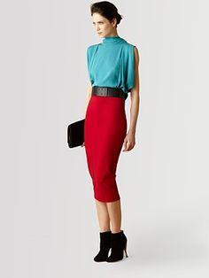 Este Conjunto da Diane von Furstenberg é lindo!!!  a combinação de cores entre o vermelho e o azul claro é perfeita, assim como o pormenor preto