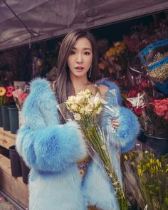 SNSD Tiffany is over flowers in her latest pictures