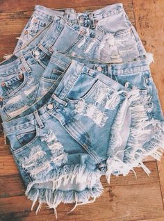 ALL SIZES Vintage Levis High Waisted Distressed Denim Shorts Back in style . I have a closet full lol The very best thing to wear when i was bartending ; Mode Outfits, Trendy Outfits, Summer Outfits, Fashion Outfits, Womens Fashion, Jeans Fashion, Grunge Outfits, Summer Shorts, Winter Outfits