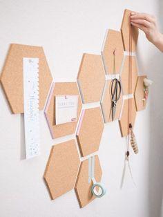 DIY-Anleitung: Waben-Pinnwand aus Kork selber machen / cork pinboard for your workspace, wall decoration via http://DaWanda.com
