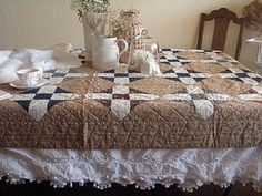 love the layered tablecloths!