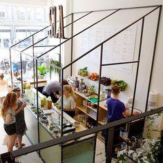 21 Amazing Modern Juice Bar Designed - DIY Interior Ideas for beginners juice Kiosk Design, Cafe Design, Store Design, Amsterdam Trip, Caffe Bar, Salad Restaurants, Salad Shop, Juice Bar Design, Food Counter