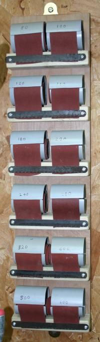 The completed sandpaper dispenser. Woodworking Shop Layout, Woodworking Garage, Woodworking Patterns, Woodworking Workshop, Woodworking Techniques, Woodworking Projects, Woodworking Organization, Woodworking Quotes, Intarsia Woodworking