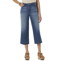 <strong>Lock in Lightweight Boho Style in These Relaxed Fit Jeans</strong><br /><br />With all the denim styles out there, finding the right design can be overwhelming. Make it easy on yourself and opt for the comfort and Bohemian leanings of these women's <strong>cropped jeans</strong> from Jaclyn Smith. The lightweight design and distressed detailing make comfortable fashion a top priority.<br /><br />These <strong>relaxed fit jeans</strong> have all the classic features you love. They…