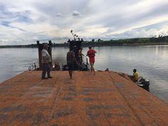 Barcaça e rebocador afundam no Rio Tietê em Botucatu; homem se salvou em um bolsão de ar -   O corpo de Bombeiros de Botucatu atendeu na tarde desta sexta-feira, dia 30, uma ocorrência no Rio Tietê, em um porto de areia, onde uma barcaça afundou, levando junto um rebocador. Duas pessoas estavam trabalhando com as máquinas no momento do acidente.  A barcaça, carregada com arei - http://acontecebotucatu.com.br/policia/barcaca-e-rebocador-afundam-no-rio-tiete-e
