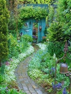 Backyards: Inspiration for Garden Lovers! Backyard Inspiration - Ideas for Garden Lovers!Backyard Inspiration - Ideas for Garden Lovers! The Secret Garden, Secret Gardens, Hidden Garden, Unique Garden, Natural Garden, Creative Garden Ideas, Colorful Garden, Cottage Garden Design, Garden Nook