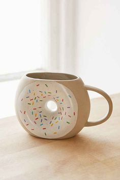 Time to Make the Donuts! Darling Donut Coffee Mug! Cute Coffee Mugs, Cool Mugs, Tea Mugs, My Coffee, Coffee Shop, Coffee Cups, Sweet Coffee, Coffee Break, Tassen Design