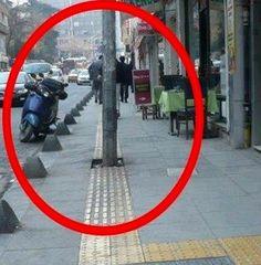 Hüsamettin Piraz / Pertev Ajans.. *** Son yıllarda kaldırımların üzerinde sarı renkli çizgiler herkesin dikkatini çekiyor ancak pek çok vatandaş,..