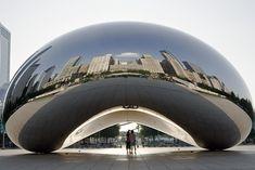 Anish Kapoor    Sculpteur architecte  Anish Kapoor, Cloud Gate, 2004, Acier inoxydable, 10 x 20 x 12,8 m, Installation: Millennium Park, Chicago