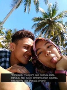 tak begitu mengerti apa definisi cinta, yang kutau, sejak dinyamankan olehmu, kepada yg lain aku tak tertarik :)