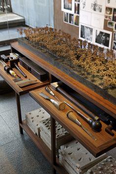 Studio Mumbai Exhibit - Craftsmen's tools / © Nacása & Partners Inc.