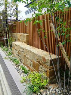 クローズエクステリア施工事例 / 神戸市 クローズエクステリア 施工例、アルデンヌウォーリング、石積み 壁、千本格子 フェンス、イペ ウッドフェンス