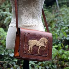 Another handmade leather messenger bag in equestrian style is leaving my workshop