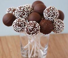 Utiliza tus galletas favoritas para preparar estos cake pops con galleta.