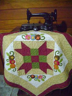 Toalha de mesa by Artes da Zecota, via Flickr
