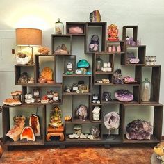 trendy ideas for wall stone decoration house Crystal Shelves, Crystal Wall, Crystal Decor, Crystal Shop, Crystal Altar, Crystals And Gemstones, Stones And Crystals, Wicca Crystals, Black Crystals