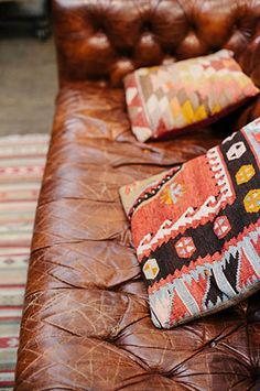 ☆ I love the Navajo inspired pillows and the old leather couch. Old does not = ugly people.