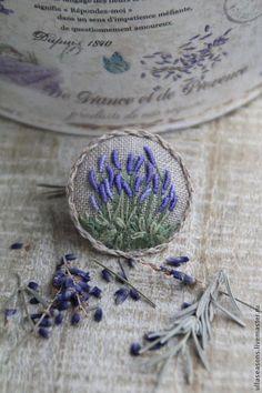 Resultado de imagem para bullion stitch embroidery from roses to wildflowers Silk Ribbon Embroidery, Embroidery Applique, Cross Stitch Embroidery, Embroidery Patterns, Fabric Brooch, Brazilian Embroidery, Handicraft, Needlework, Handmade