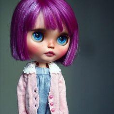 Adopted ~~~~~ #Blythe #doll #Blythecustom #customblythe #blythestagram #blythedoll #muñeca #poupée #toys #dolls #artdoll #SBL #dollphotography #puppelinacustomeyechips #purplehair #freckles