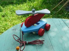 Helicoptere en bois a tirer avec son helice