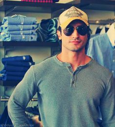 Handsome Vidyut Jammwal Men Over 50, Hottest Guy Ever, Tiger Shroff, Kendall Jenner Style, Classy Men, Bollywood Actors, Man Candy, Male Beauty, Life Skills
