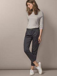 PANTALON CHINO PINZAS - Ver todo - Pantalones - WOMEN - España #casualworkoutfit #womensfashionoutfitsclothing