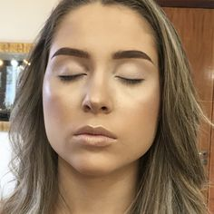 When it comes to makeup, eyeshadow is perhaps the trickiest product to apply. Makeup Geek Eyeshadow, Eyeliner Brush, Makeup Tools, Makeup Brushes, Maybelline, Cut Crease, Beauty Make Up, Glitter, Hair Makeup