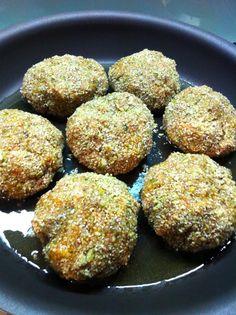 Chicken Rissoles Super Healthy Recipes, Whole Food Recipes, Cooking Recipes, Portuguese Recipes, Portuguese Food, Chicken Rissoles, Fodmap Recipes, Winter Warmers, Chicken Recipes