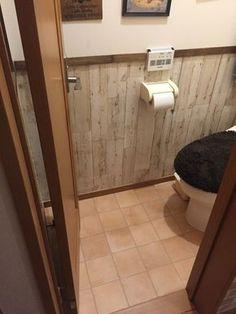 トイレのリノベーションの続きです。今回は壁面を変えたのでご紹介致します。 暗〜いトイレ♡セルフリフォーム②セリアのリメイクシートで壁を変えてイメチェン♫(yokochin)