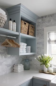 7 Small Laundry Room Design Ideas - Des Home Design Laundry Room Remodel, Laundry In Bathroom, Laundry Room Countertop, Laundry Decor, Kitchen Backsplash, Basement Laundry, Laundry Area, Laundry Room Island, Backsplash Ideas