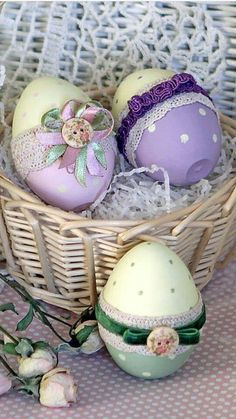 Easter idea Egg Tree, Egg Decorating, Bottle Crafts, Easter Crafts, Pin Cushions, Happy Easter, Easter Eggs, Wood Crafts, Decoupage