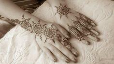 Crimson Art Henna - Elizebeth Tong, Artist.  (Paste on)