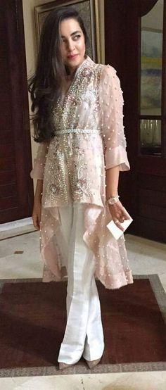 Organza Jacket -Pastel Pink Layered Jacket with Belt & Ivory Silk Bell Bottom Trouser – Hijab Fashion 2020 Pakistani Couture, Pakistani Outfits, Indian Outfits, Asian Fashion, Hijab Fashion, Fashion Dresses, Dress Indian Style, Indian Dresses, Kebaya Dress