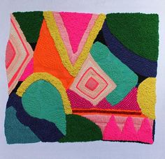 Kleed die door verschillende technieken te gebruiken is ontstaan. Mooi kleur en materiaal gebruik.  http://collectiftextile.com/broderie-pop/