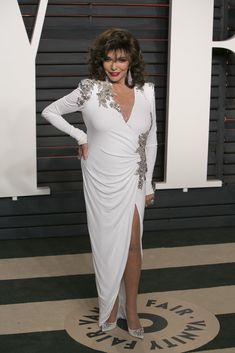 Joan Collins attends the 2016 Vanity Fair Oscar Party Hosted By Graydon Carter at the Wallis Annenberg Center for the Performing Arts on February 28, 2016 in Beverly Hills