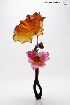 "Ikebana by Hiroki MAENO, Japan "" Lady with umbrella "" Ikebana Flower Arrangement, Ikebana Arrangements, Floral Arrangements, Japanese Flowers, Japanese Art, Art Floral, Floral Design, Ikebana Sogetsu, Art Japonais"