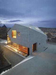 Imagen 1 de 19 de la galería de Casa 36  / Matthias Bauer Associates. Fotografía de Roland Halbe