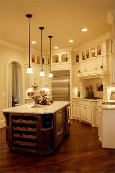 40 Tasty Antique White Kitchen Cabinets Ideas on Home Inteior Ideas 6350 Home, French Country Kitchen, Kitchen Remodel, Kitchen Decor, Kitchen On A Budget, White Kitchen Cabinets, Country Kitchen, Home Kitchens, French Country Kitchens