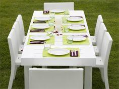 Tavoli e sedie da giardino in plastica