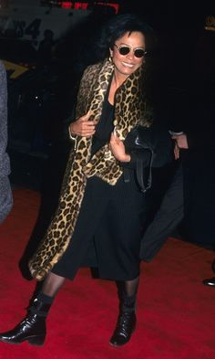 Diana Ross at the premiere of Serving in Silence in New York, New York, January 1995 Diana Ross, Celebrity Babies, Celebrity News, Lady Sings The Blues, Graydon Carter, Legendary Singers, Mtv Videos, Vanity Fair Oscar Party, Costume Institute