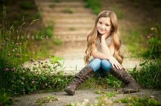 I like the knees together, feet apart pose for a little girl. Little Girl Photography, Children Photography Poses, Children Poses, Teen Girl Photography, Sweets Photography, Girl Photo Shoots, Girl Photos, Teen Fotografie, Little Girl Poses