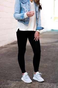 Casual weekend look fashion Legging Outfits, Jean Jacket Outfits, Leggings Fashion, Casual Weekend Outfit, Casual Outfits, Cute Outfits, Girls Weekend Outfits, Leggings Outfit Summer Casual, Weekend Style